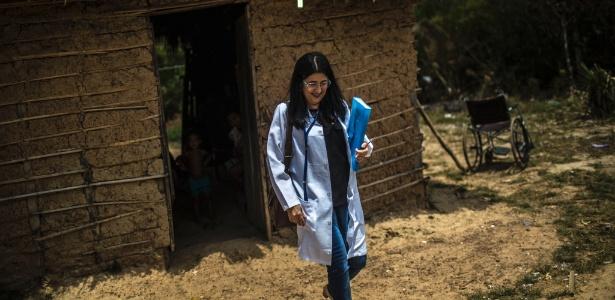 """Médicos cubanos no Brasil se revoltam com Cuba: """"Você se cansa de ser um escravo"""""""
